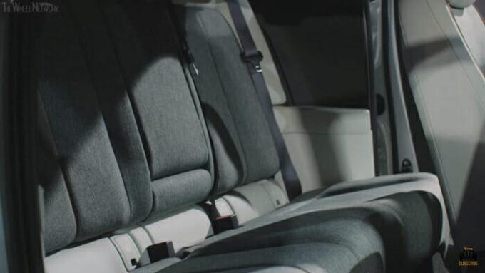 マツダMX-30 後部座席