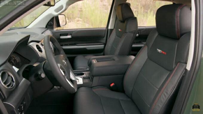 トヨタ ツンドラTRD Pro 運転席