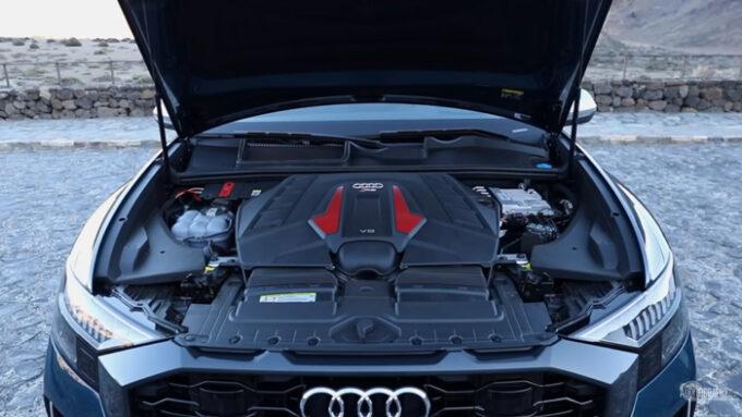 アウディRS Q8 V8エンジン