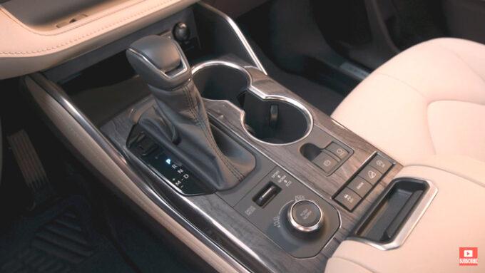 トヨタ ハイランダー|カップホルダー