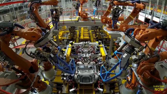ジャガー工場 生産ライン|産業ロボットの稼働