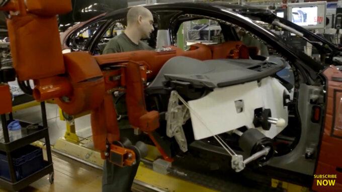 ジャガー工場 生産ライン|シートの取り付け