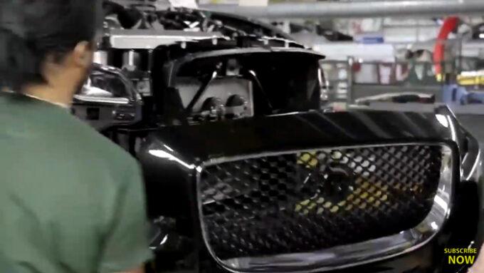 ジャガー工場 生産ライン|フロントバンパーの取り付け