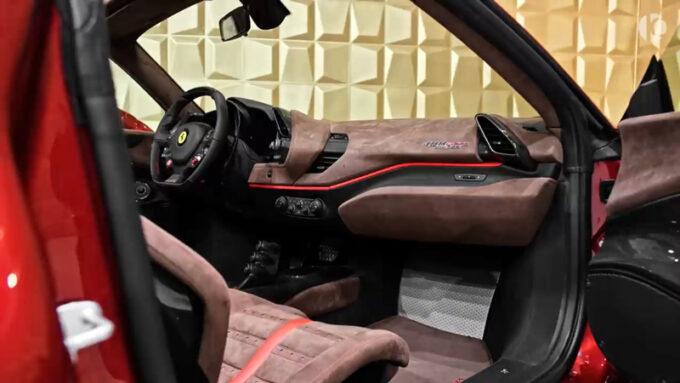 フェラーリ 488 ピスタスパイダー|オシャレな内装