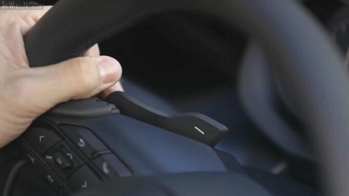 2020トヨタ ヤリス ZR ハイブリッド(シアンメタリック・ブラックルーフ)|パドルシフト