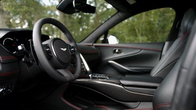 2021 アストンマーチン DBX インテリア ブラック 運転席