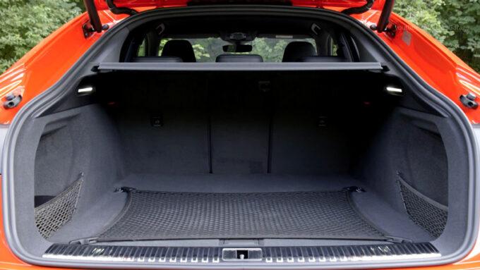 アウディ e-toron S スポーツバック ラゲッジスペース