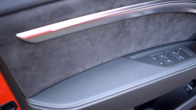 アウディ e-toron S スポーツバック|ドアトリム