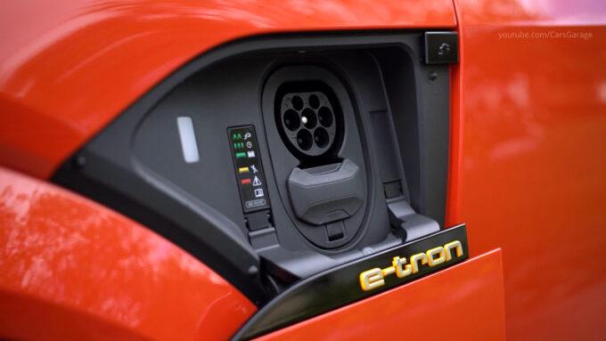アウディ e-toron S スポーツバック 充電口