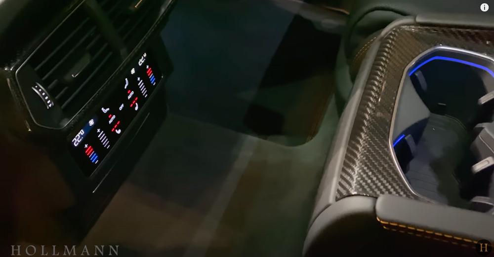 ランボルギーニ・ウルス:内装(インテリア)後席足元のエアコン