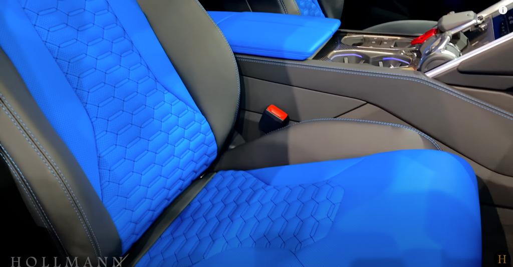 鮮やかなブルーのシート