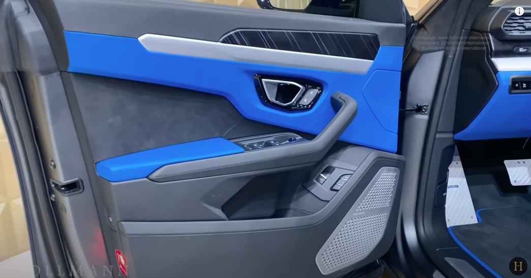 ランボルギーニ・ウルス(マットグレー)マンソリー 内装:運転席ドアトリム