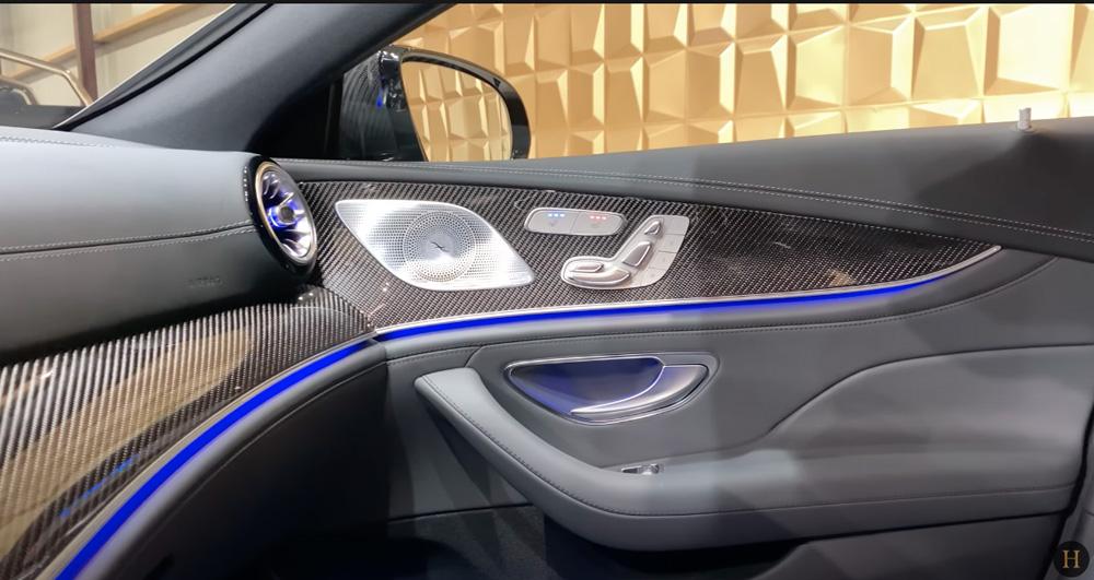 メルセデス・ベンツGT63 S AMG BRABUS:ドアトリムのデザイン