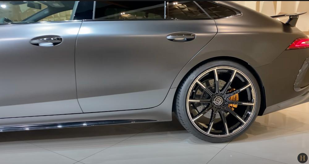 メルセデス・ベンツGT63 S AMG BRABUS:サイドビュー