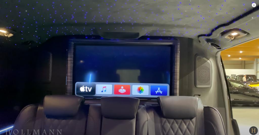 メルセデス・ベンツ V300d 4M カスタマイズド:巨大なディスプレイ