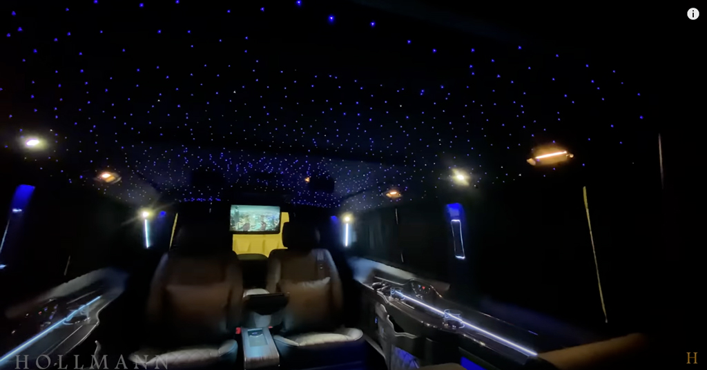 メルセデス・ベンツ V300d 4M カスタマイズド:天井のイルミネーション