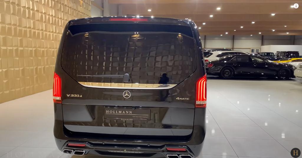 メルセデス・ベンツ V300d 4M カスタマイズド(ブラック):リアビュー