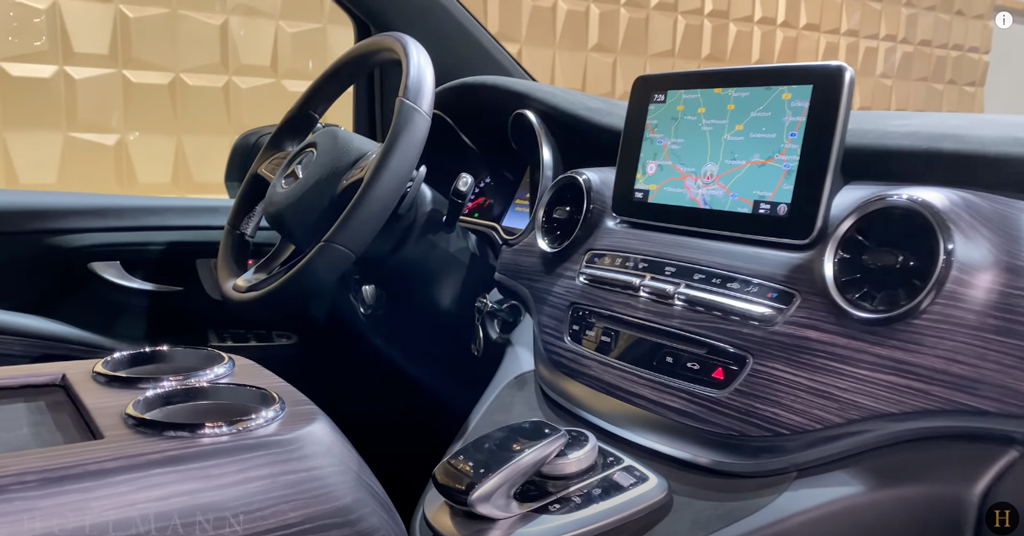 メルセデス・ベンツ V300d 4M カスタマイズド:運転席