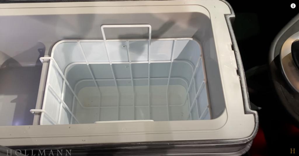 メルセデス・ベンツ V300d 4M カスタマイズド:クーラーボックス
