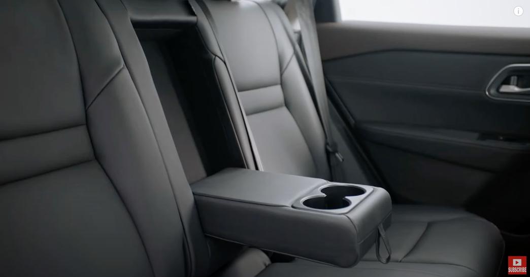 日産エクストレイル 2022 中国 内装:後部座席のドリンクホルダー