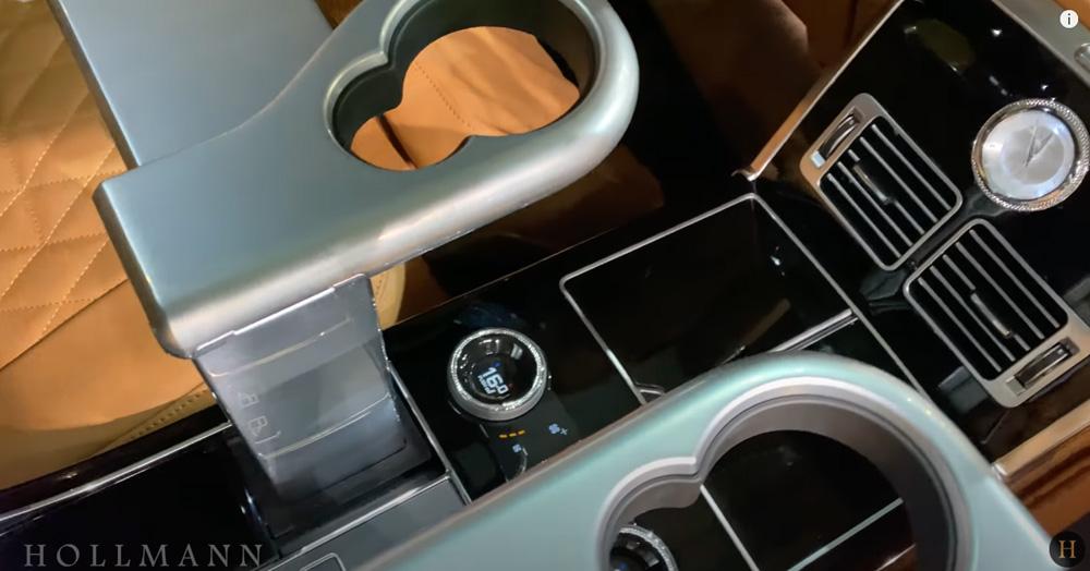 レンジローバー 5.0 V8:カップホルダー