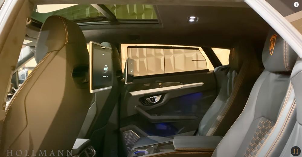 ランボルギーニ・ウルス:内装(インテリア)後席のドアシェード