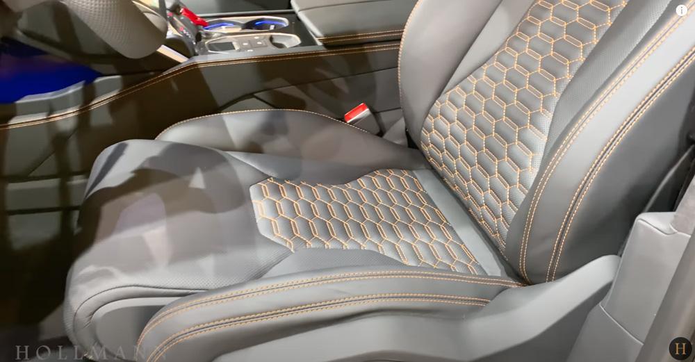 ランボルギーニ・ウルス:内装(インテリア)運転席のステッチ